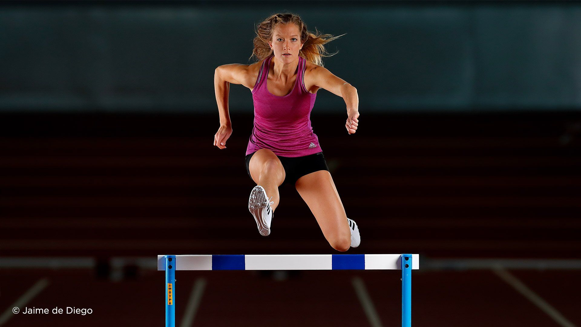 EF 400mm F2.8l IS III USM female athlete hurdles sample 2